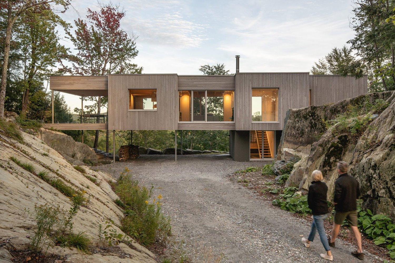 Arquitectura y Diseño de una Casa Elevada de Hormigón