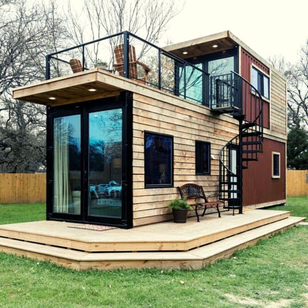 casa pequeña pequeña en el campo