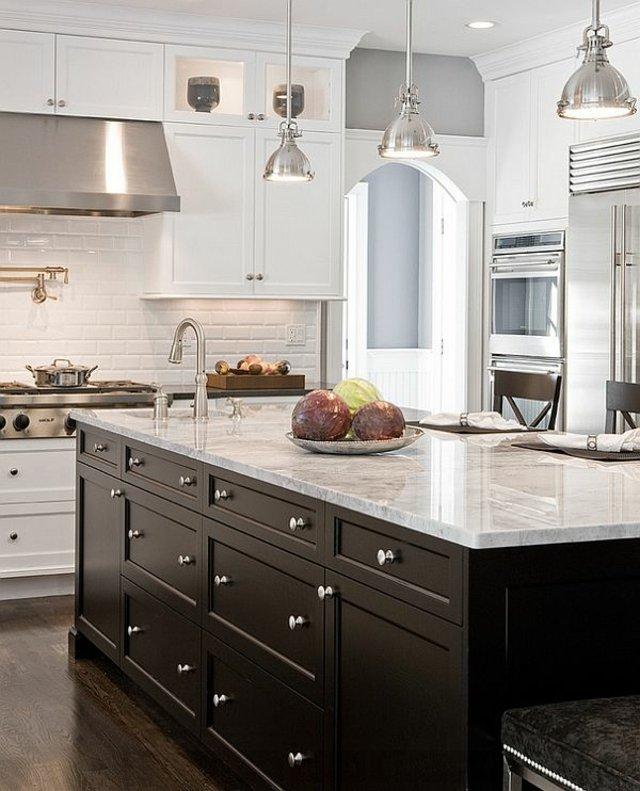 cocina central negra y blanco