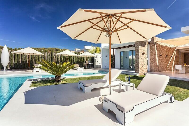 mobiliario para piscina moderno