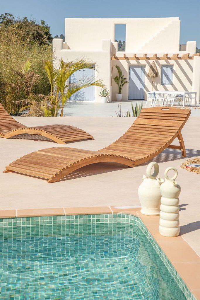 tumbona en madera de teca para piscinas